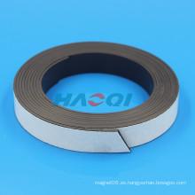 Imán de caucho suave flexible con soporte adhesivo