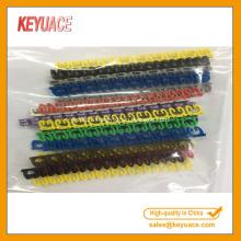 Цветной пластиковый зажим на кабельных маркерах