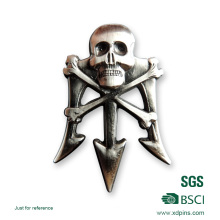 O emblema o mais novo do crânio da liga 3D do zinco do metal 2016 para a promoção