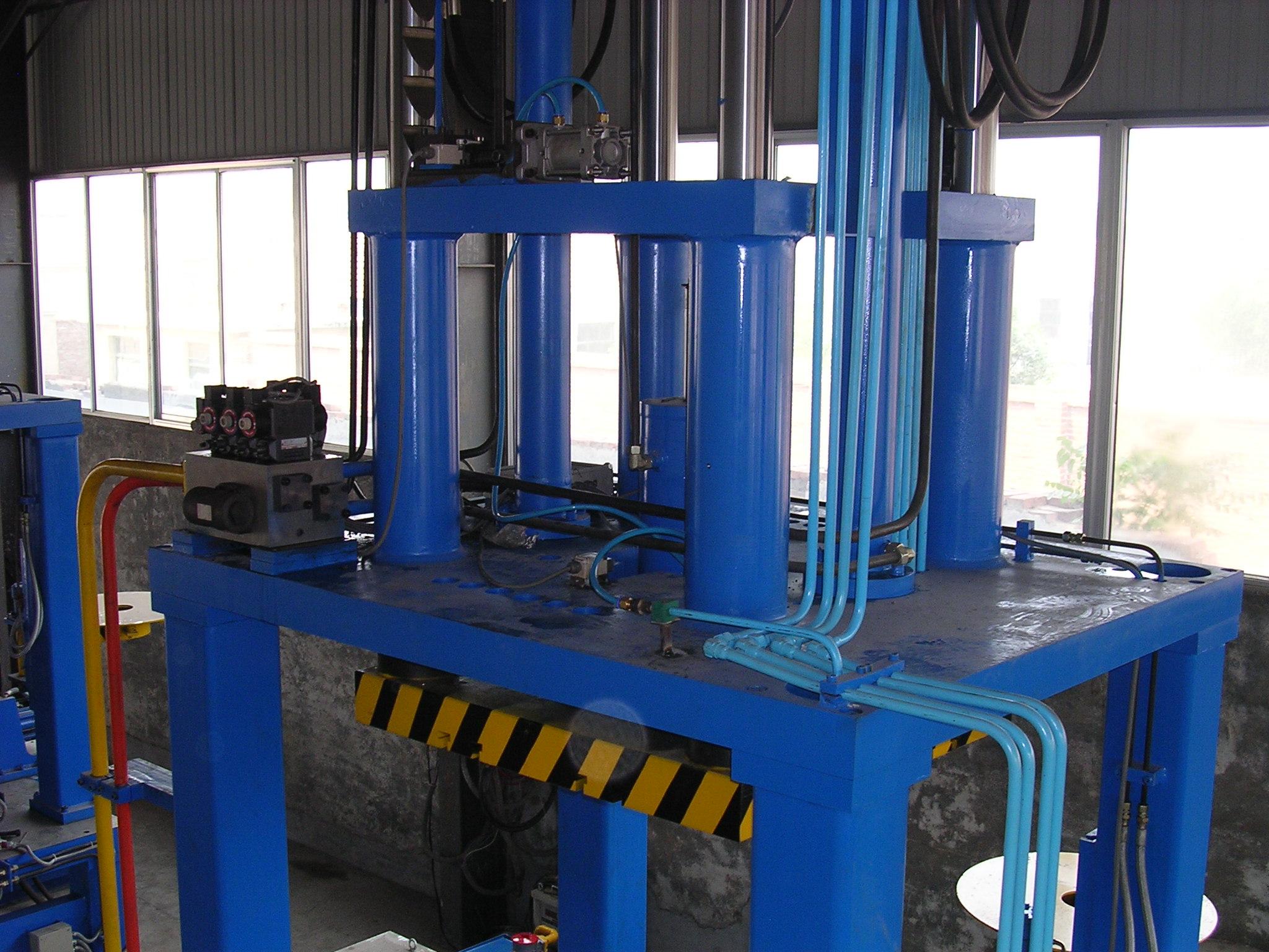 Low pressure machine for die casting