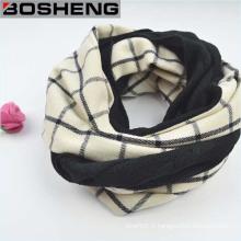 Foulard noir et blanc en laine à carreaux