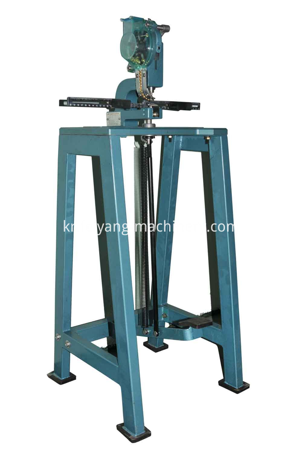 single head pedal eyelet machine