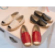 Chaussures d'espadrille de filles fraîches avec des chaussures décontractées plates