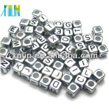 perlas del alfabeto del cubo del color plata del metal de la joyería de la moda con el agujero que enhebra