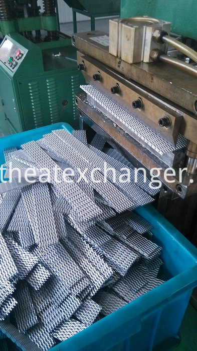 Fin Machine Producing Offset Fins