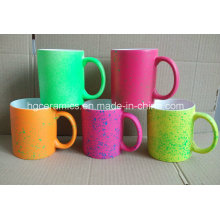 Taza fluorescente de 11 onzas con spray DOT