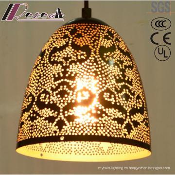 Flor hueca ornamentación oro e iluminación colgante redonda con el hotel