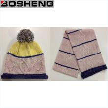 Sombrero y bufanda tejidos suaves calientes lindos del cabrito del invierno
