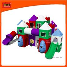 Équipement de terrain de jeu en plastique pour enfants de petite taille