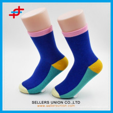 Kundenspezifische Baumwollgroßverkauf bunte Mens Socken / Süßigkeit färbte Schule Socken