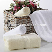 Cheap white wearable 100% cotton bath towels for hotel