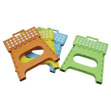Tamborete dobrável de plástico Tamborete dobrável de plástico com alça