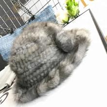 Bonnet en laine douce à bordures en tricot avec bord