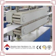Ligne de production de machine d'extrusion de panneau de plafond en PVC