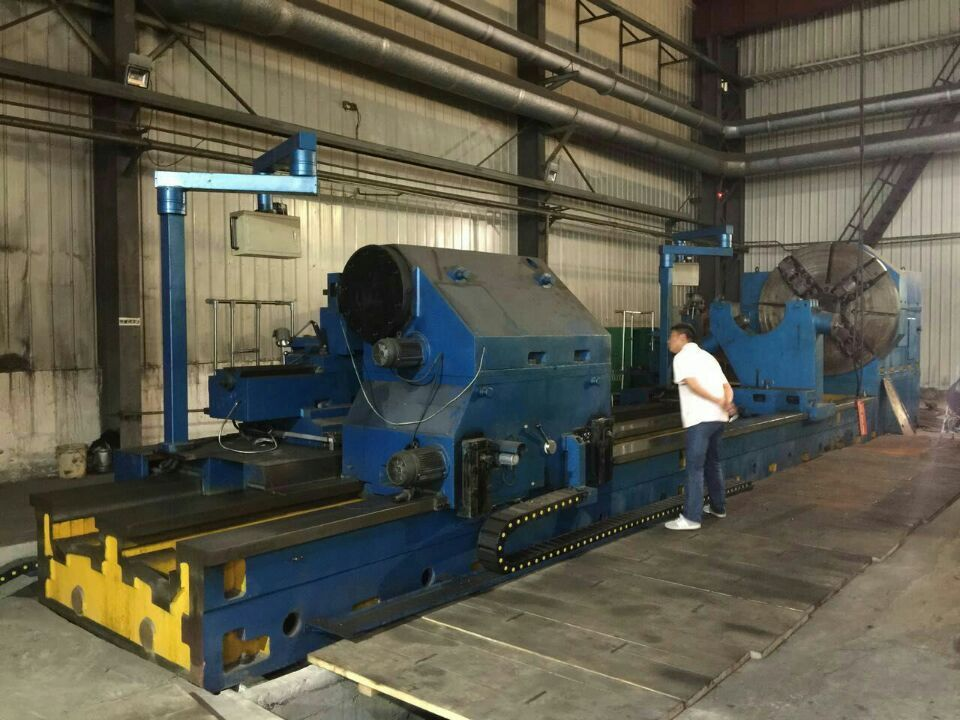 Heavy horizontal lathe