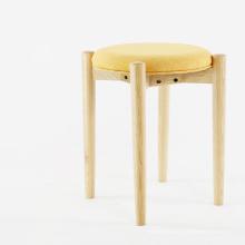 Tabouret moderne à pied en bois avec siège en tissu