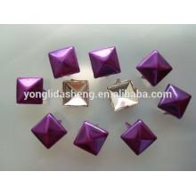 Cuentas de uñas de color púrpura de metal