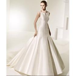 Свадебное платье V-back с сатиновым венцом из бисера