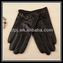 2012 new designed pattern bright black deerskin short Leather Gloves