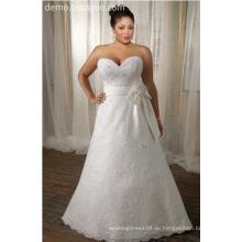 Modisches Brautkleid mit Spitze bestickt