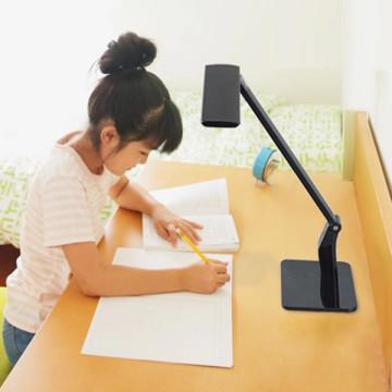 Lámpara de sensor de luz de alta calidad Lámpara de mesa LED