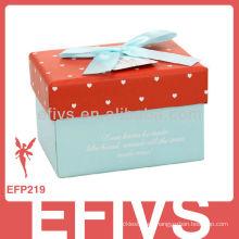 Caja de joyas de cartón reluciente con cinta de seda