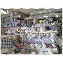 pelar y verificar la tela teñida con hilo