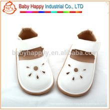 Wholesale white kids squeaky shoes sandals PU baby shoe