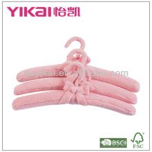 Cazadora de ropa acolchada de tela de pelusa con lazo de cinta