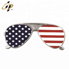 Atacado macio esmalte de metal óculos de lapela pin personalizado