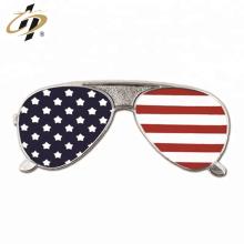 Оптовая мягкая эмаль металлический солнцезащитные очки pin отворотом изготовленный на заказ