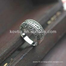 Anéis de prata tailandeses do estilo antigo dos homens ou das mulheres do luxo