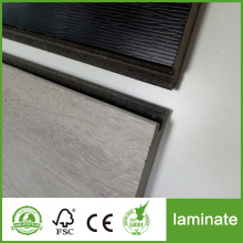 Pavimento in laminato nero da 1218 x 196 mm