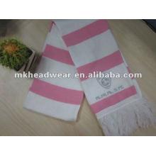 Lady-Maschine gestrickt Streifen Fußball Schal in rosa und weißen Farbe