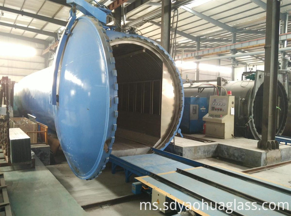 Autoclaves laminated glass