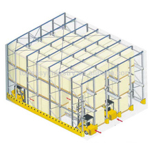 unidad de metal de almacenamiento en almacenes en bandeja
