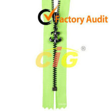2014 Hot Sale Plastic Zipper