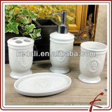 Produto de banho de cerâmica branca em relevo