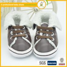 2015 nuevos zapatos lindos de las lanas del bebé del invierno del muchacho de las lanas de los corderos de la manera