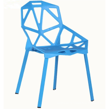 Chaise en plastique creuse fonctionnelle colorée
