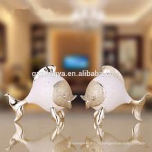 Alibaba оптовая страхования высокое качество классический двухместный любовь, счастливая рыбы смолы животных статуя