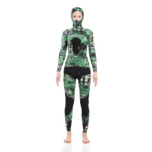 Seaskin Spearfishing Wetsuits mit grünem Camo-Muster