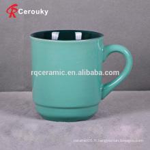 Tasse à thé en laiton incolore à la couleur verte