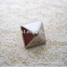 Remache de pirámide