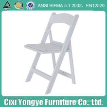 Cadeira dobrável de resina com assento de plástico