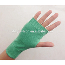 Factory direct wholesale winter women cashmere flat kintting pattern fingerless knit gloves