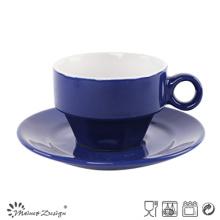 Taza y platillo clásicos de acristalamiento azul