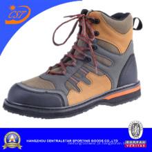 Os sapatos de pesca andam nos sapatos de água