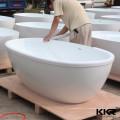 surface solide poly résine autoportante moderne sur pied baignoire rouge