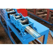 Machine à former des rouleaux pour fabriquer une porte d'obturateur en métal